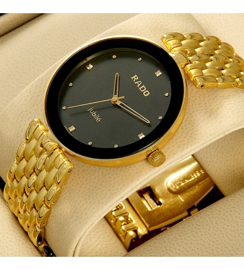 Elegant Watch with Golden Metal Chain